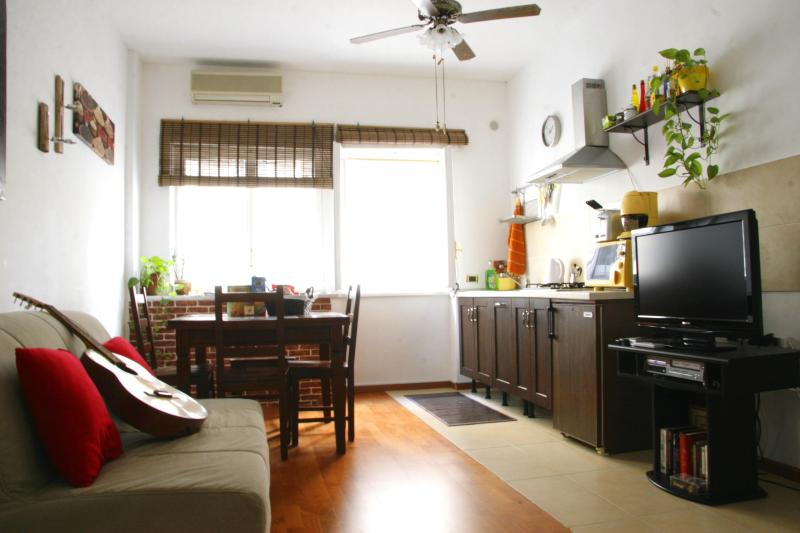living room - Beautiful Modern Flat Minutes To Central Rome - Rome - rentals