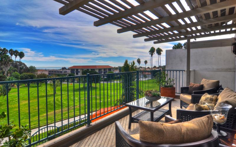 Beautiful views overlooking pitch-and-putt course - April Special  $149/night! Condo w/community pool! - San Clemente - rentals