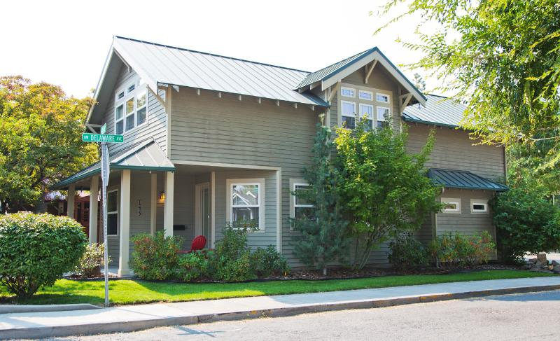 NW Broadway Street, 1 Bedroom and 1 Bath - Downtown Bend Vacation Rental Walk Everywhere! - Bend - rentals