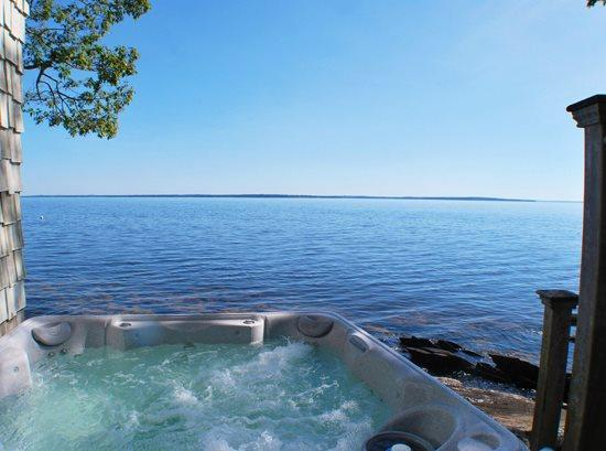 The 6 person hot tub - Ready to enjoy - Included May 1 through November 1 only  - ROCKCROFT - Town of Camden - Camden - rentals