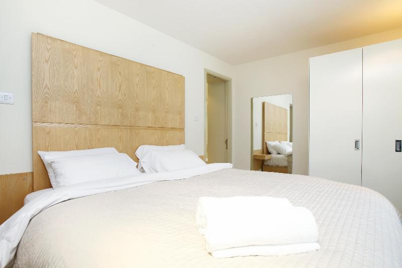 Master Bedroom - 52. South Kensington Chelsea Townhouse- Huge Patio - Paris - rentals
