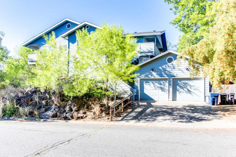 Bend historic district with a private hot tub! - Image 1 - Bend - rentals