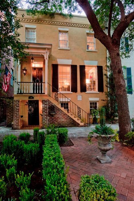 1008: Picturesque Veranda on Jones - Image 1 - Savannah - rentals