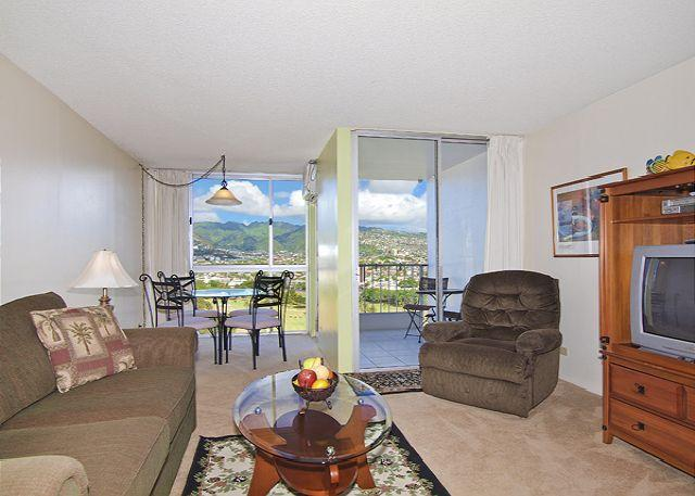 Flat screen TV/DVD player - 1-bedroom with full kitchen, washer & dryer, A/C, FREE WiFi  and parking! - Waikiki - rentals