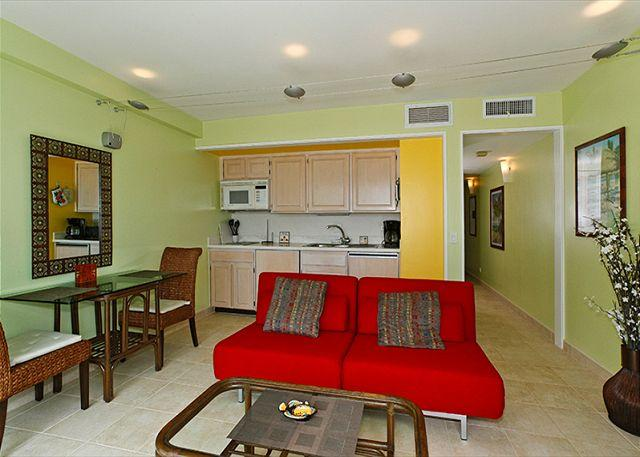 Central A/C newly renovated with tile floors - One-bedroom with ocean view and central AC; 5 min. walk to beach.  Sleeps 4. - Waikiki - rentals