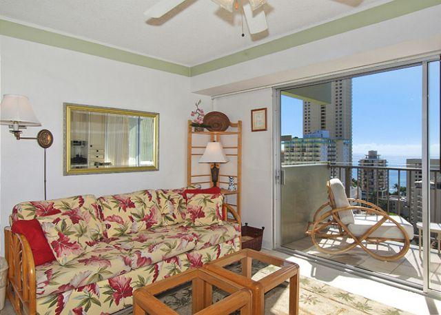 Queen sofa sleeper with fan/TV/DVD - One-bedroom with ocean view and central AC; 5 min. walk to beach.  Sleeps 4. - Waikiki - rentals