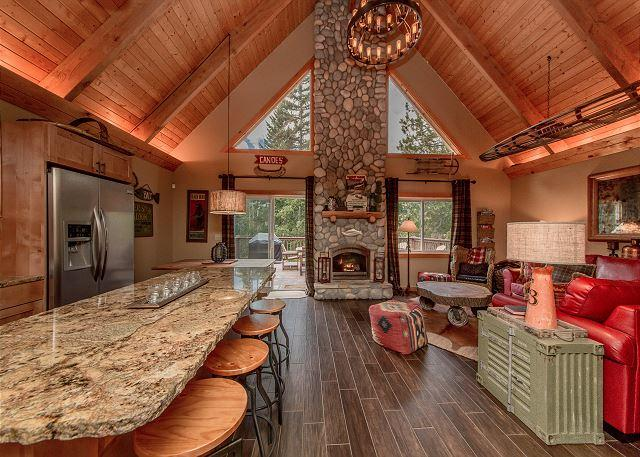 Great Room - Near the Lake with a Private Hot Tub! Pet Friendly! *Summer Specials* - Cle Elum - rentals