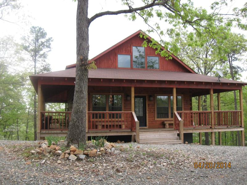 log cabin with wrap around porch - Robin's Nest log cabin - Hot Springs - rentals