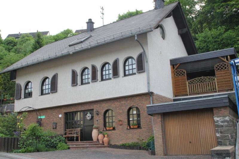 LLAG Luxury Vacation Apartment in Idar-Oberstein - 614 sqft, parking, close to publish transportation… #1296 - LLAG Luxury Vacation Apartment in Idar-Oberstein - 614 sqft, parking, close to publish transportation… - Idar-Oberstein - rentals