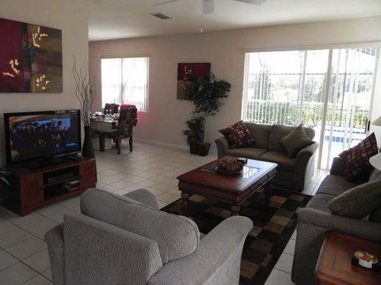 Updated 4 Bedroom 3.5 Bathroom Pool Villa in Silver Creek. 17614WW - Image 1 - Orlando - rentals