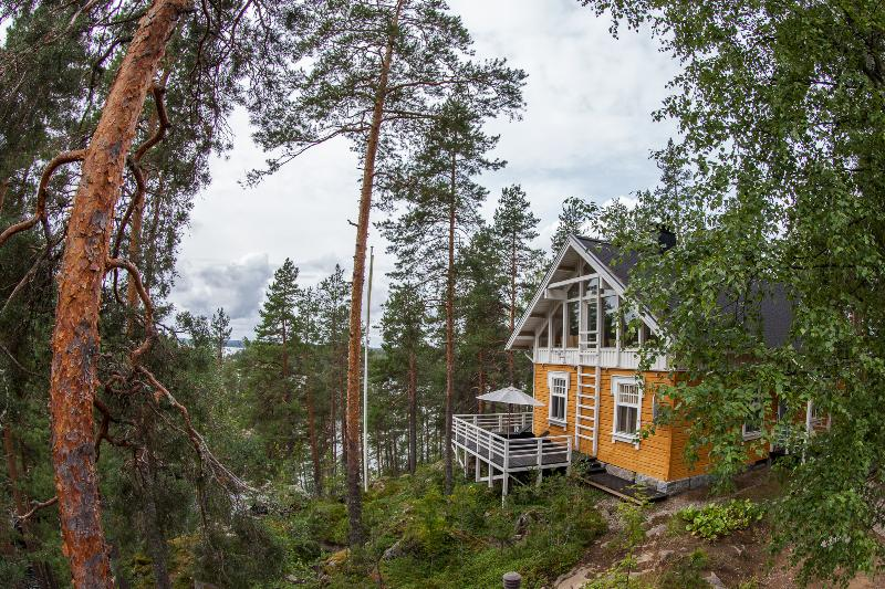 Main cottage high on the cliff facing Lake Saimaa shipping route - Luxury rental cottage at Lake Saimaa in Savonlinna - Savonlinna - rentals