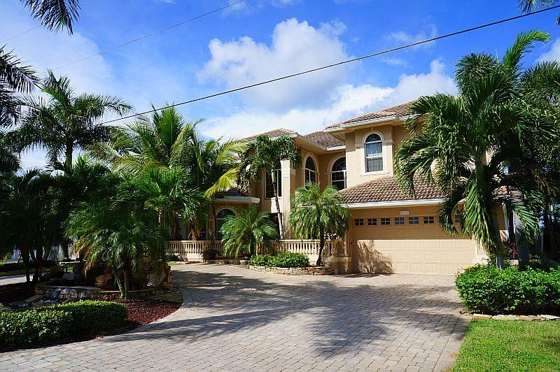 Palm Villa - Estate Home with All Amenities&#59; Waterfront Gulf Access, Boat Lift, Kayak Access - Image 1 - Cape Coral - rentals