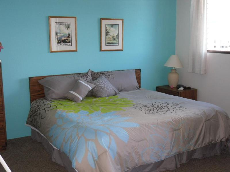 Comfy and inviting!  FREE Parking - Gary's Place Waikiki ~ Location/Free Parking! - Honolulu - rentals