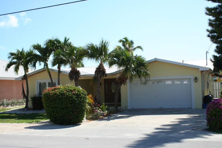 Front of house - Tarpon's Trail, single family home with pool, # 75 - Key Colony Beach - rentals