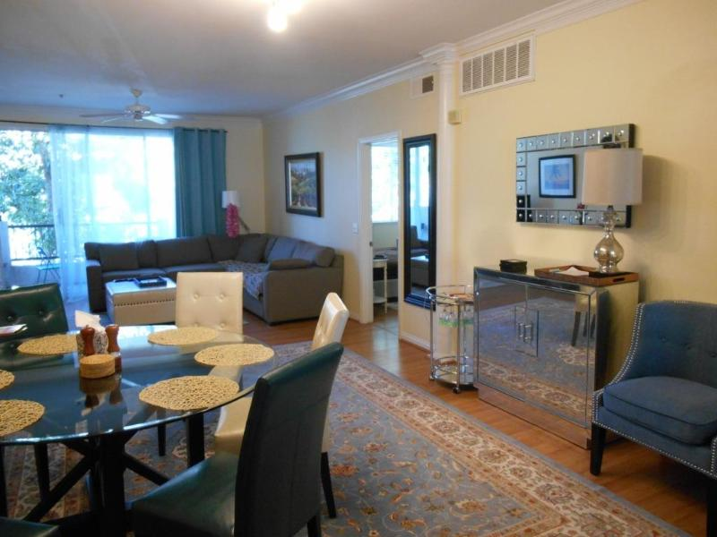 dining area - 10 min away from everything - Pacific Beach - rentals