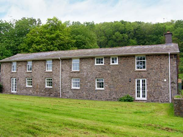 OLD RECTORY COTTAGE, swimming pool, hot tub, woodburners, beautiful views, near Newtown, Ref. 903548 - Image 1 - Caersws - rentals