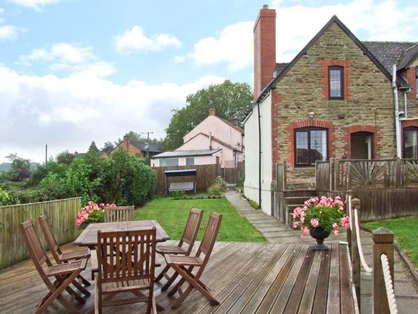 TUMP VIEW, woodburning stove, WiFi, beautiful views, Decked area with furniture, close to Royal Forest of Dean, Ref 915266 - Image 1 - English Bicknor - rentals