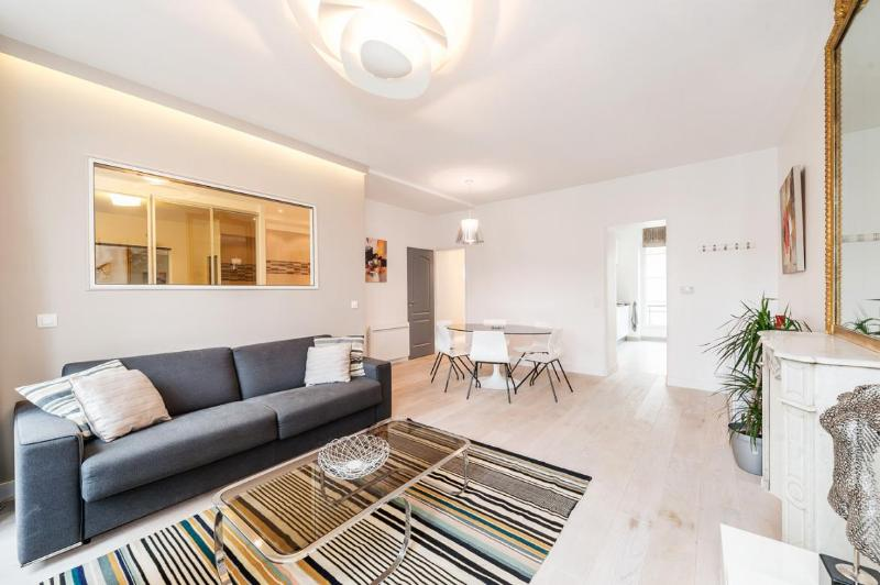 Welcome in our 2 bedrooms 2 bathrooms 2 toilets apartment.. - HEART OF PARIS = MONTORGUEIL Area ; MODERN, BRIGHT - Paris - rentals