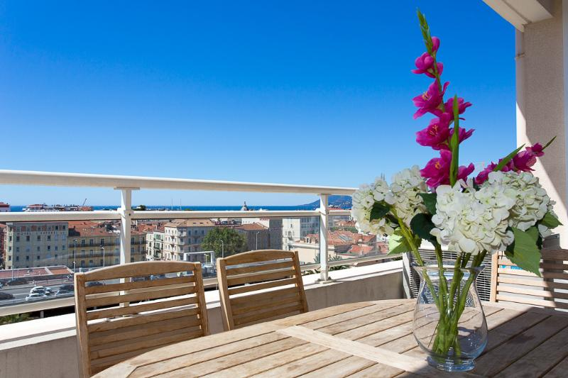 Luxury 3 bedroom apartment in Central Cannes beside Palais, beach, bars & restaurants. - Image 1 - Chemille Sur Indrois - rentals