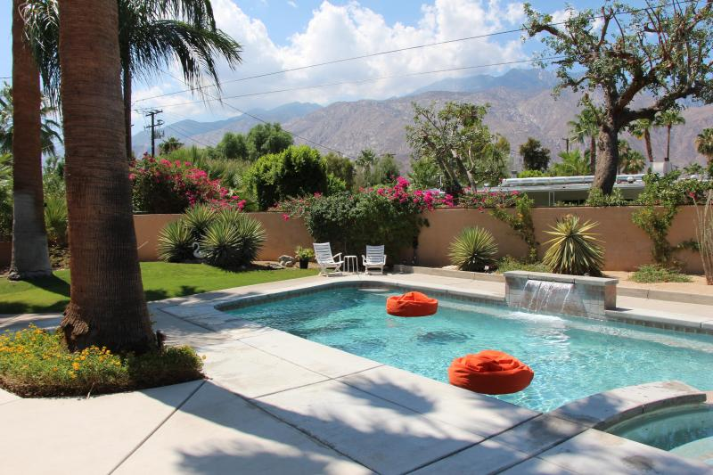 Enjoy the mountain views while floating on the pool beanbags, under the palms, quietly drifting away - Sweet Mid Century Pad w/ Hot Views! - Palm Springs - rentals