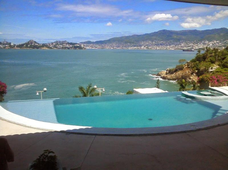 ACA - SOL04  - Contemporary design elements perfectly blended within the tropical landscape - Image 1 - Acapulco - rentals