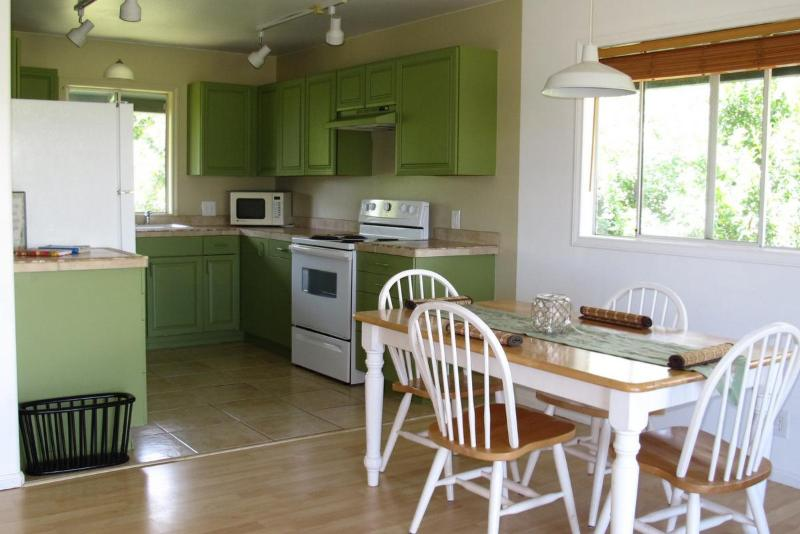 Apt #2 Dining / Kitchen - Legal North Shore 1-Bedroom View Apartment - Haiku - rentals