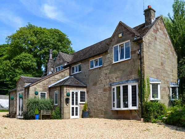 THE OLD BARN, family friendly, luxury holiday cottage, with a garden in Farley Near Alton Towers, Ref 2594 - Image 1 - Farley - rentals