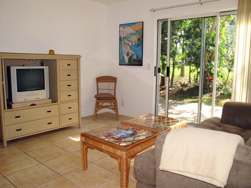 Apt #1 Living Area - Legal North Shore 1-Bedroom Ground Level Apartment - Haiku - rentals