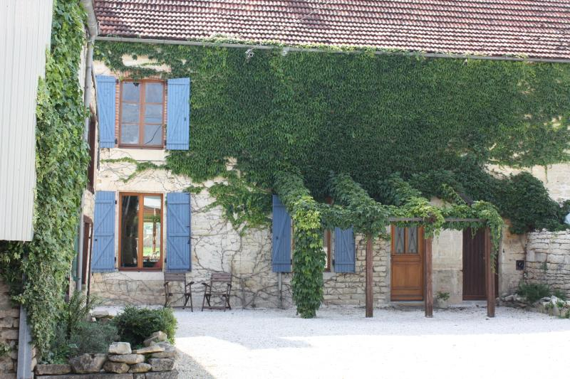 Front exterior and private courtyard of Maison Valois - 19th Century House with Views of Burgundy Vineyard - Burgundy - rentals