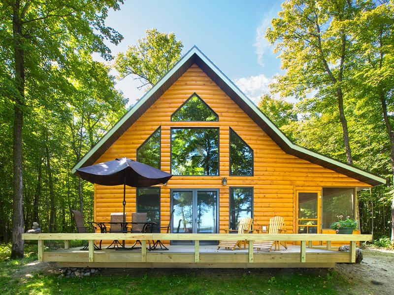 Wall of windows, deck, and screened porch - cabin overlooks lake. - Classic American Summer in a Lakeside Cabin - Strawberry Lake Cabin - Detroit Lakes - rentals