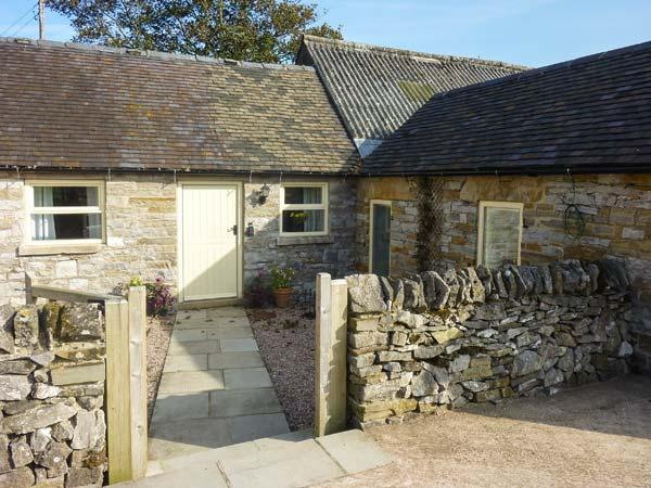 WAYWARD COTTAGE, single-storey, romantic retreat, woodburner, pet-friendly, near Leek, Ref 916357 - Image 1 - Grindon - rentals