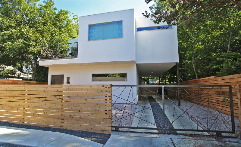 Your delightfully modern home. - The Aust-E (3/2.5): Walk to Downtown and Rainey St - Austin - rentals