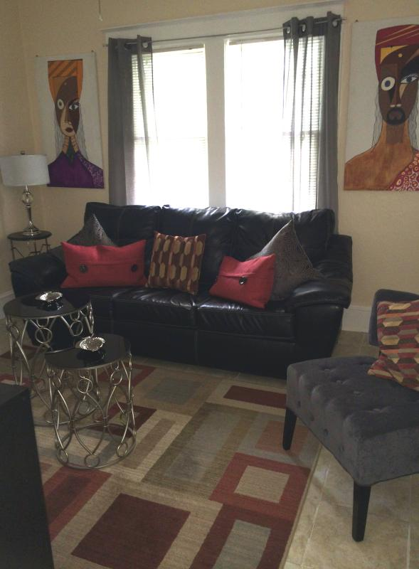Living Room - Charming 2 bedroom apartment in the heart of Miami - Coconut Grove - rentals