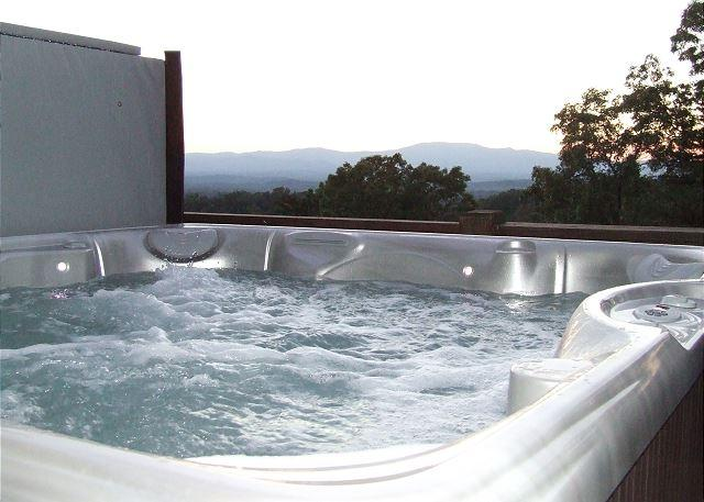 6 Person Hot Tub - Awesome Long Range Mountain Views - Mineral Bluff - rentals
