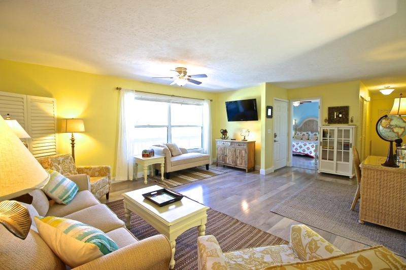 Living Room - Old Man and the Sea Inn #4 - 8 steps to the sand of Siestas best beach! - Siesta Key - rentals