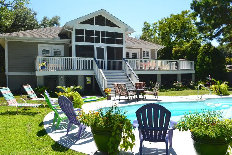 Gorgeous Big Pool in full sun yard.  30 ft long pool w/ sitting ledges inside and plenty of seating. - One Level 5 BR + 4 BTH Classy Decor | POOL | Spotlessly Clean | Great Reviews - Charleston - rentals