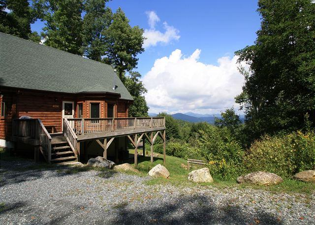 A Mountain Jewel multi-level log home , great view - Image 1 - Blowing Rock - rentals