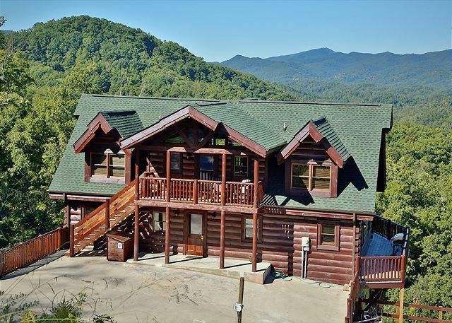 Cabin - Expansive Kitchen, 7 Bedrooms, Theater Room, Game Loft, 18 Person Hot Tub - Sevierville - rentals
