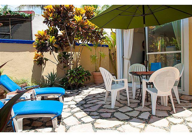 Quiet, private courtyard apartment with king bed and well equipped kitchen. - Image 1 - Puerto Morelos - rentals