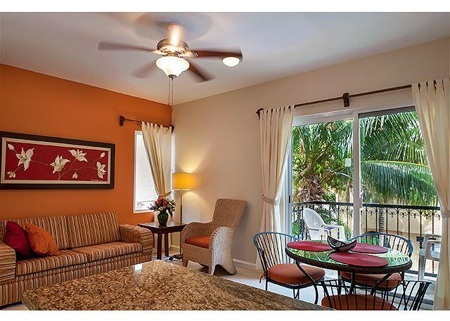 Well maintained 2nd floor apartment with king bed and well equipped kitchen - Image 1 - Puerto Morelos - rentals