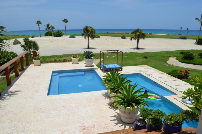 View of Hot tub, pool and Ocean - Spectacular Oceanfront Villa Cap Cana-Full Staff - Punta Cana - rentals
