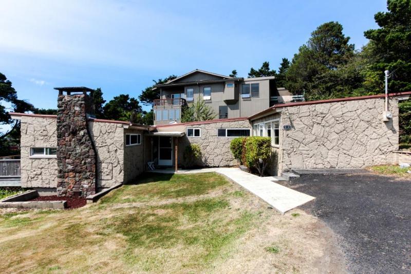 Cozy home w/ ocean views, easy beach access & attractions nearby! - Image 1 - Newport - rentals