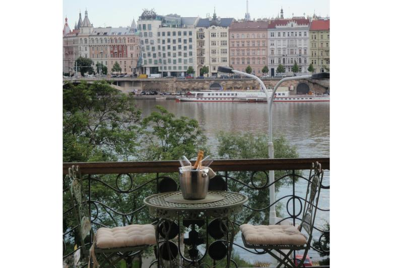 View from balcony - LUXURY RIVERSIDE * INCREDIBLE LOCATION AND VIEWS - Prague - rentals