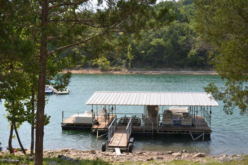 private boat slip - LAKEFRONT CABIN WITH BOAT SLIP! SPECIALS - Branson - rentals