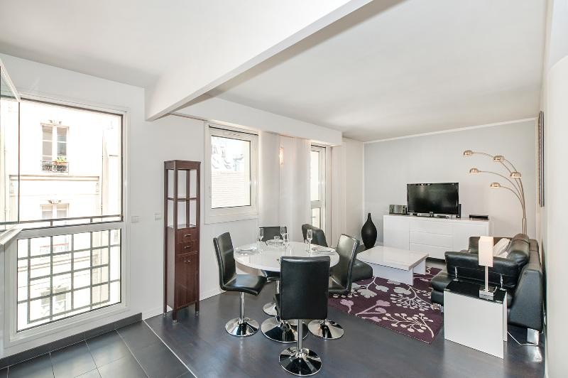 The Living Room - Modern 1BR in Place Des Vosges - Paris - rentals