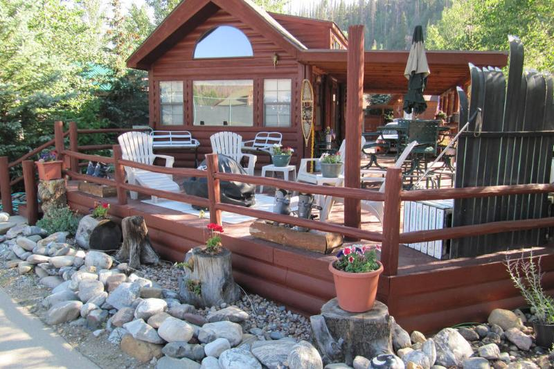 Front View - Large Deck - BBQ - Firepit - Umbrella - Ski Benches - Sleeps 4-Chalet -Resort - Amenities -Views - Home - Breckenridge - rentals