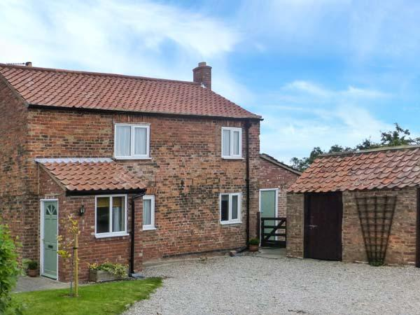 MARSTON GRANGE HOLIDAY COTTAGE, pet-friendly country cottage with woodburner, garden, close to York Ref 916371 - Image 1 - Tockwith - rentals