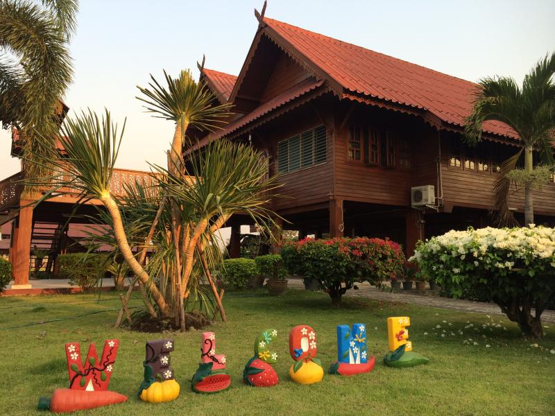 Beautiful Thai Wooden Teak House with 4 bedrooms in Traditional Lanna Style - Baan Banana - Banana House - Feel the Difference! - Chiang Mai - rentals