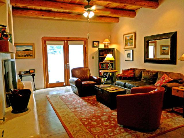 Viga ceilings throughout for authentic southwest ambiance, lots of comfort seating - Adobe de Dolan - Taos - rentals