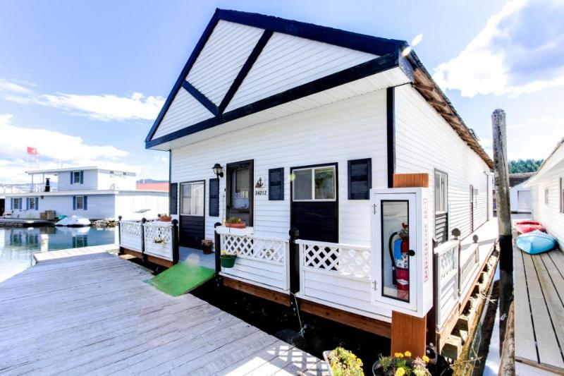 Perfect waterfront fishing retreat floating in the Bayview marina! - Image 1 - Bayview - rentals